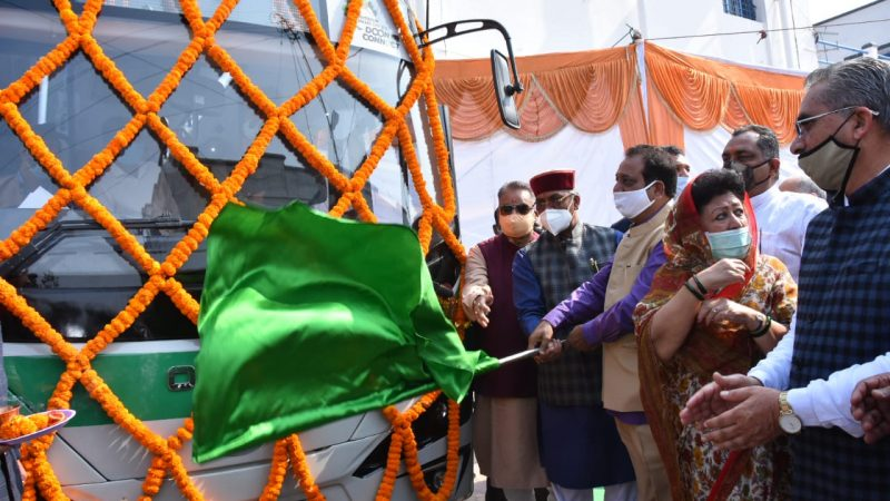 Electronic Buses Equipped With Modern Facilities Started Running On The Roads Of Dehradun, Chief Minister Trivendra Flagged Off
